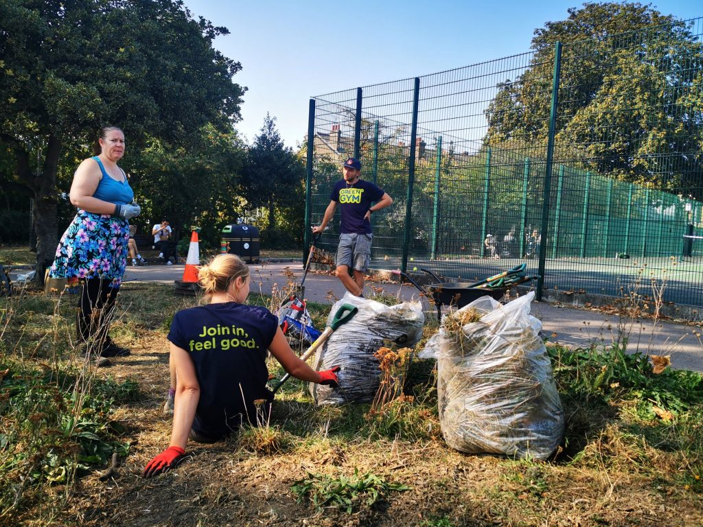 TCV volunteers collecting rubbish